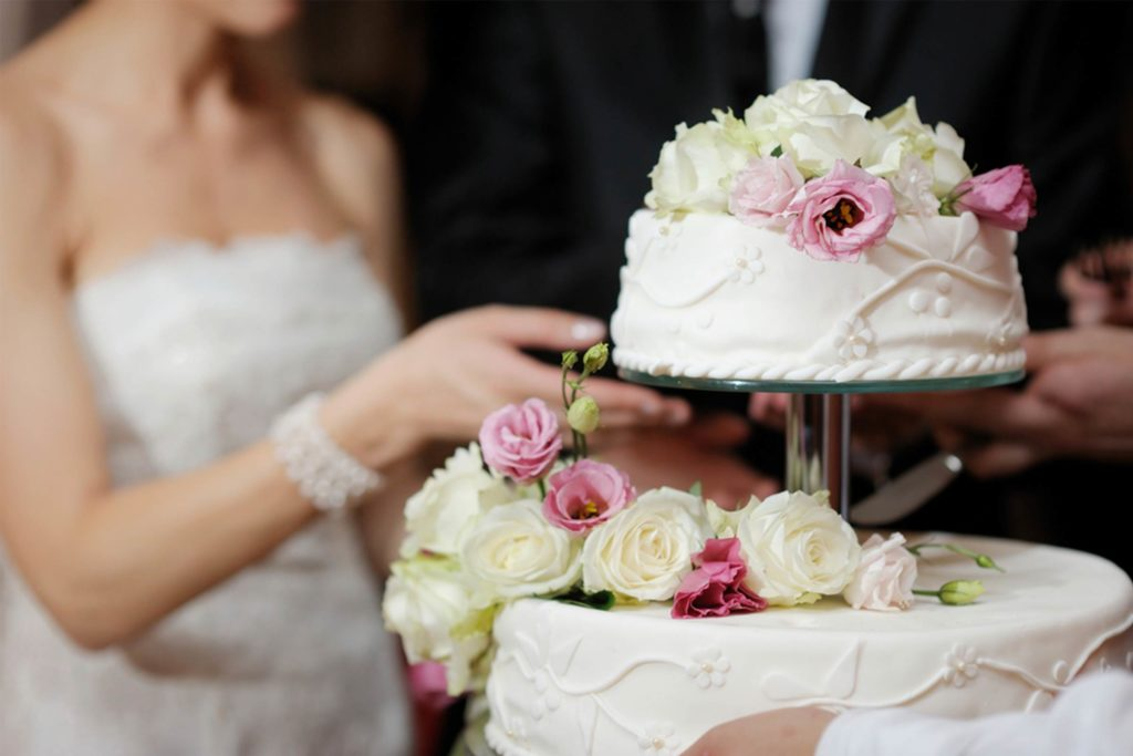 Various kinds of Flowers to utilize When Decorating a marriage Cake